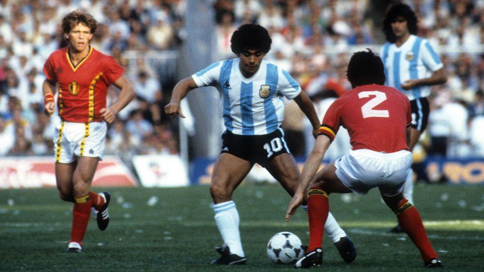 1982 absolvierte Diego Maradona gegen Belgien sein erstes Spiel bei einer Fußball-Weltmeisterschaft