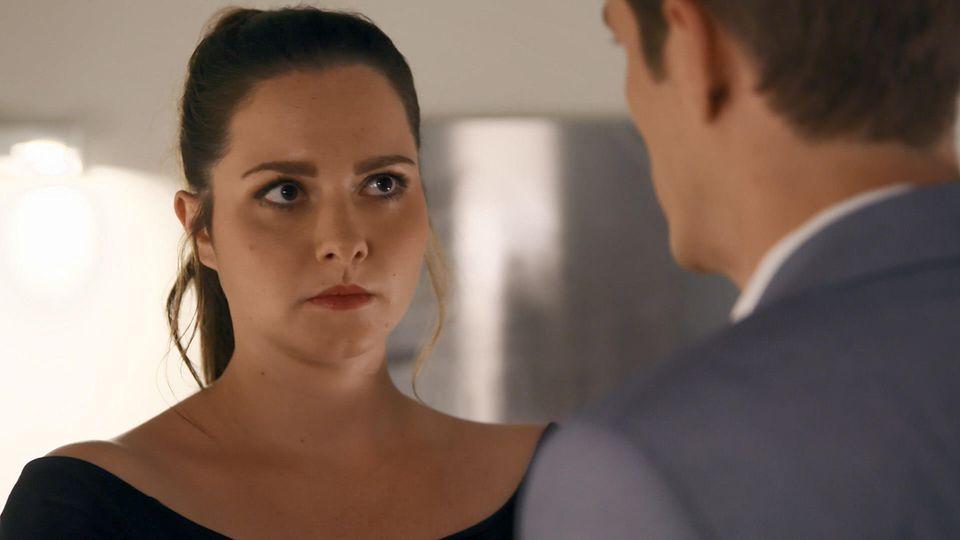 Unter uns; Saskia  ist gar nicht glücklich über Marcs Rückkehr.
