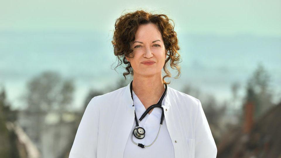 """""""Die Welt steht still"""": Natalia Wörner als Konstanzer Intensivmedizinerin Dr. Carolin Mellau."""