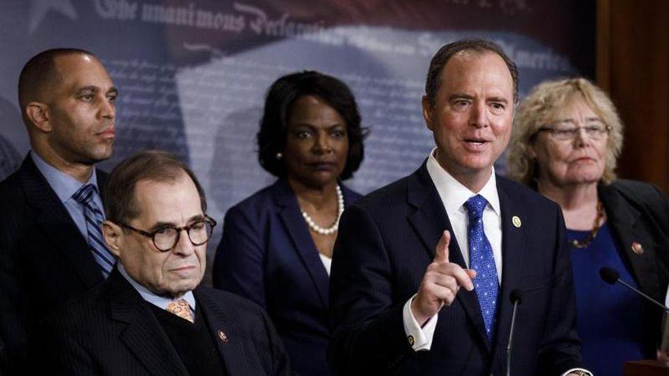 Adam Schiff, demokratischer Vorsitzender des Geheimdienstausschusses im Repräsentantenhaus und Leiter des Anklageteams, spricht bei einer Pressekonferenz. Foto: Ting Shen/XinHua/dpa