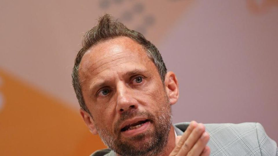 Der bayerische Umweltminister Thorsten Glauber (Freie Wähler) spricht zur Presse. Foto: Angelika Warmuth/dpa/Archivbild