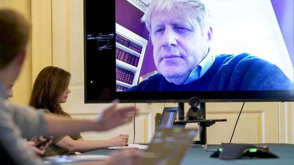 Der britische Premierminister Boris Johnson musste sich in häusliche Isolation zurückziehen, nachdem er positiv auf das Coronavirus getestet worden war. Foto: Andrew Parsons/10 Downing Street/dpa
