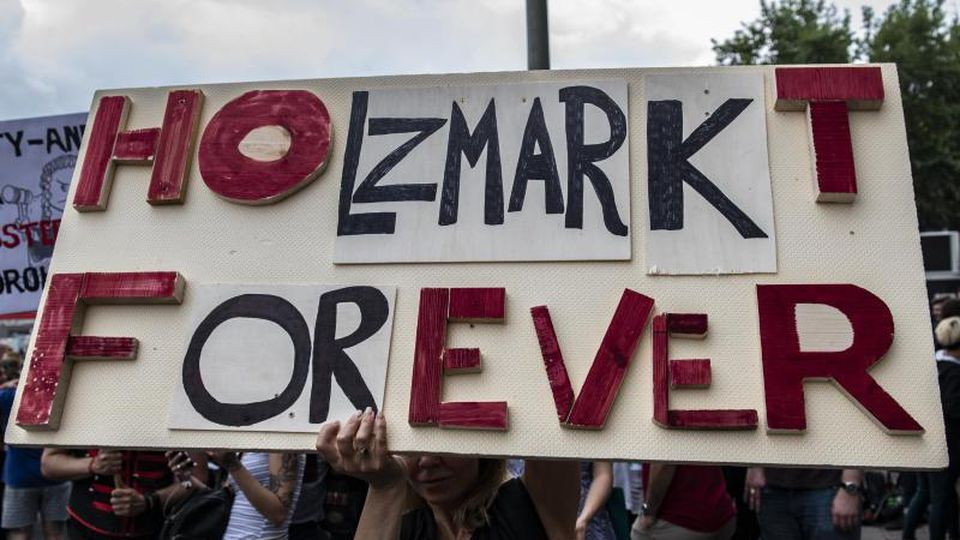 Protest am Holzmarkt. Foto: Paul Zinken