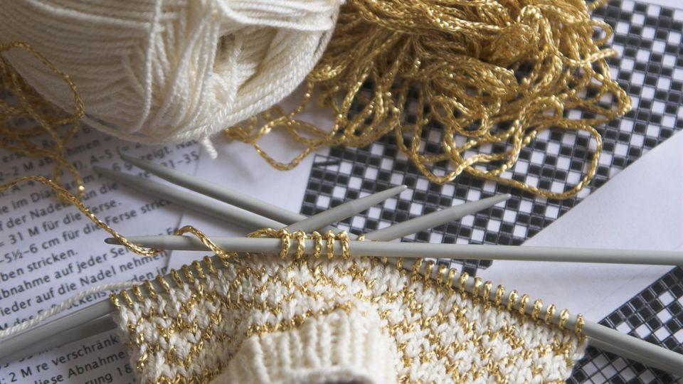 Eine Strickschrift ist eine Anleitung, um das perfekte Muster zu stricken.