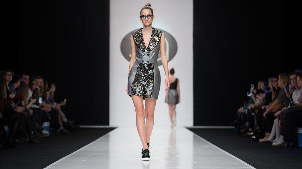 Auf den diesjährigen Fashion Weeks in Paris, New York, London und Mailand schickten diverse Designer ihre Models ohne Absatz auf den Laufsteg