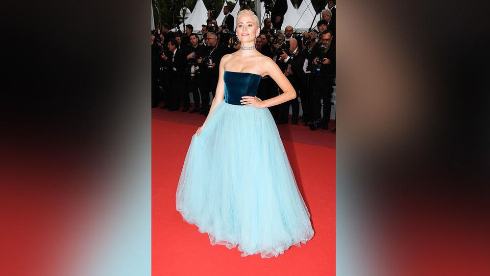 Aufregend elegant schritt Pixie Lott in Cannes über den roten Teppich