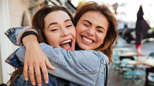 Brezhinmantalk: innige umarmung freundschaftlich oder mehr