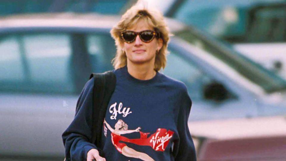 Prinzessin Diana mit ihrem Workout-Pulli im Jahr 1995