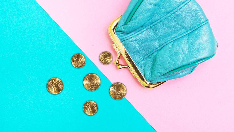 Wenn Sie Ihr Geld richtig sparen, bauen Sie mit der Zeit ein finanzielles Polster aus. Die 50-30-20-Regel ist eine Methode, die hilft.