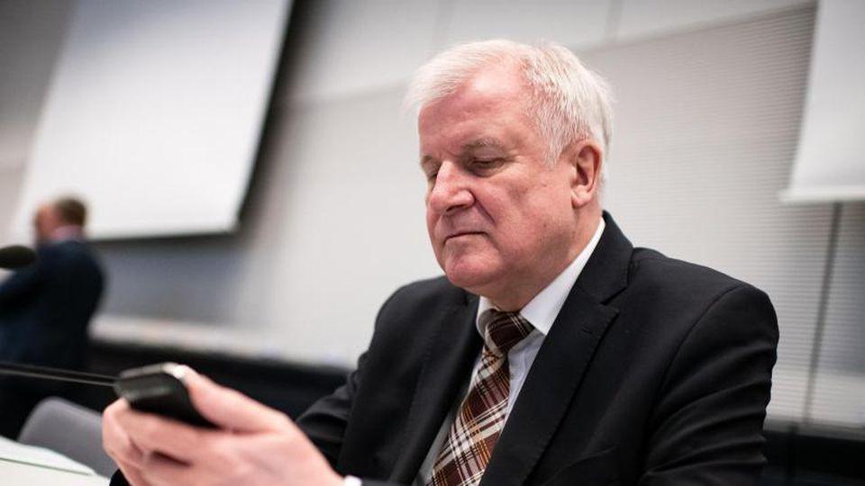 Horst Seehofer (CSU), Bundesminister für Inneres, Heimat und Bau, bei einer Fraktionssitzung. Foto: Bernd von Jutrczenka
