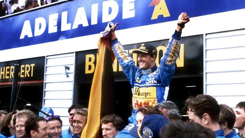 Michael Schumacher feiert seinen ersten F1-Titel 1994