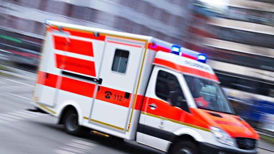 Notarzteinsatz in Apolda: Zwei Frauen schwer verletzt. Foto: Nicolas Armer/Archivbild