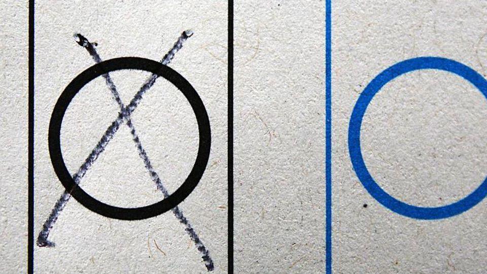 Ein Kreuz auf einem Wahlzettel. Foto: picture alliance/Oliver Berg/dpa/Symbolbild