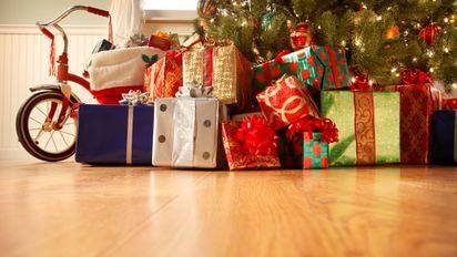 Die Weihnachtsgeschenke.Für Die Weihnachtsgeschenke Seiner Kinder Vater Bittet Um Spenden