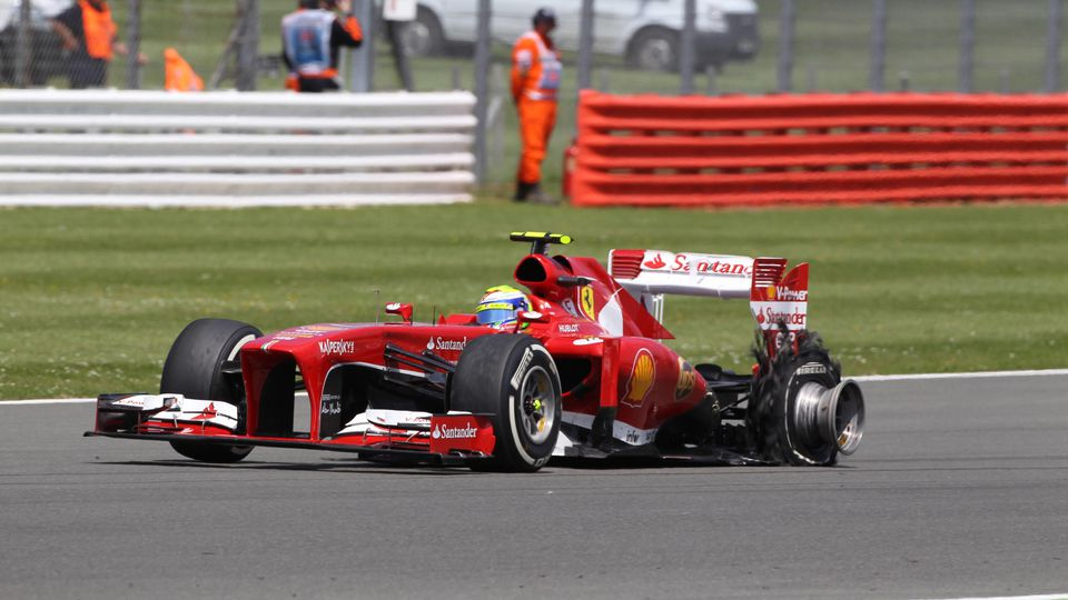 30.06.2013- race, Felipe Massa (BRA) Scuderia Ferrari F138 with rear left tire exploded PUBLICATIONxNOTxINxUK