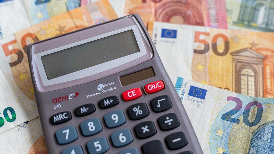 Damit rechnet wohl kaum jemand: Es gibt noch Konten, bei denen Sie Zinsen auf Ihr Erspartes bekommen.