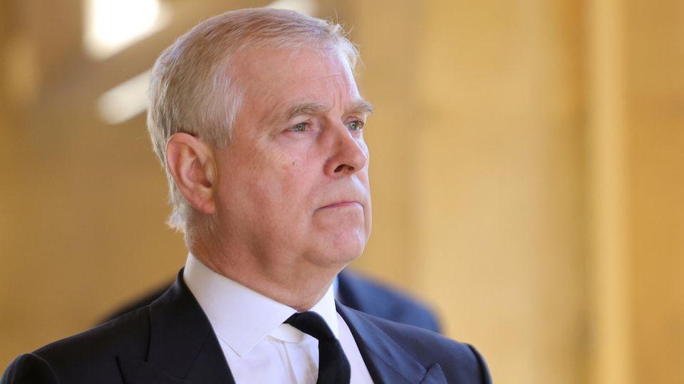 Ein amerikanischer Journalist soll Prinz Andrew fast sieben Millionen US-Dollar geboten haben, wenn dieser sich erfolgreich einem Lügendetektortest stellt.