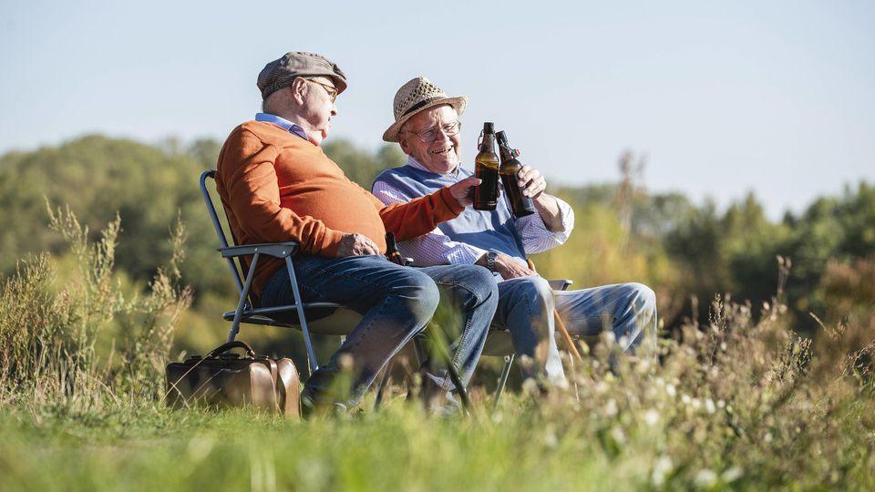 Die Rente genießen - in Zukunft erst ab 70 möglich, wenn es nach den Arbeitgebern geht.