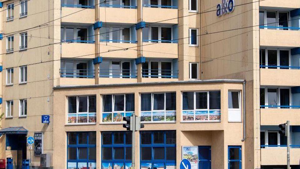 Blick auf ein Hostel in der Arnulfstraße. Bei einem Streit in einem Hostel ist ein Mann durch Messerstiche getötet worden. Foto: Sven Hoppe