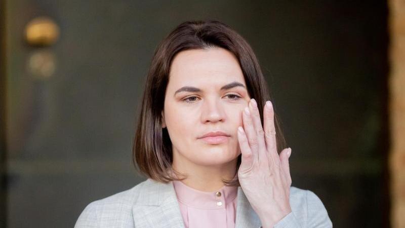 Swetlana Tichanowskaja gilt vielen als Siegerin der umstrittenen Präsidentenwahl in Belarus im vergangenen Jahr. Foto: Christoph Soeder/dpa Pool/dpa
