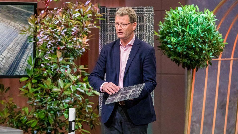 """Donald Müller-Judex aus Berlin  präsentiert mit _Solmove"""" smarte Solarstrassen."""