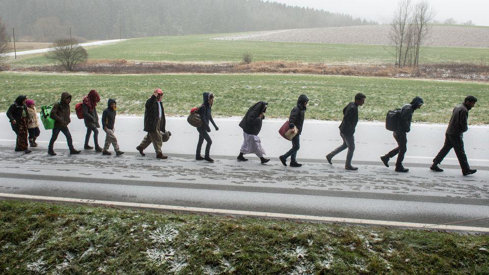 Die CSU will Flüchtlinge an der deutschen Grenze abweisen.