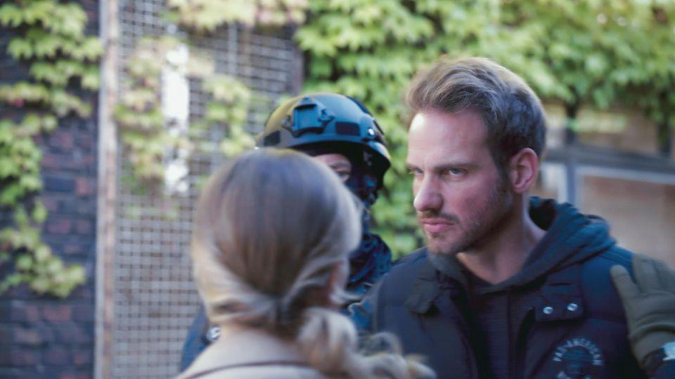 AWZ: Damian wird von der Polizei gefasst.