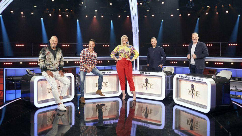 """Neue Runde bei """"The Taste"""" (v.l.): Frank Rosin, Alexander Kumptner, Moderatorin Angelina Kirsch, Tim Raue und Alexander Herrmann"""