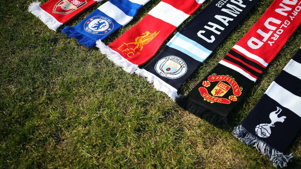 Schals der sechs englischen Vereine, die die Super League mitgründen. (Symbolfoto)
