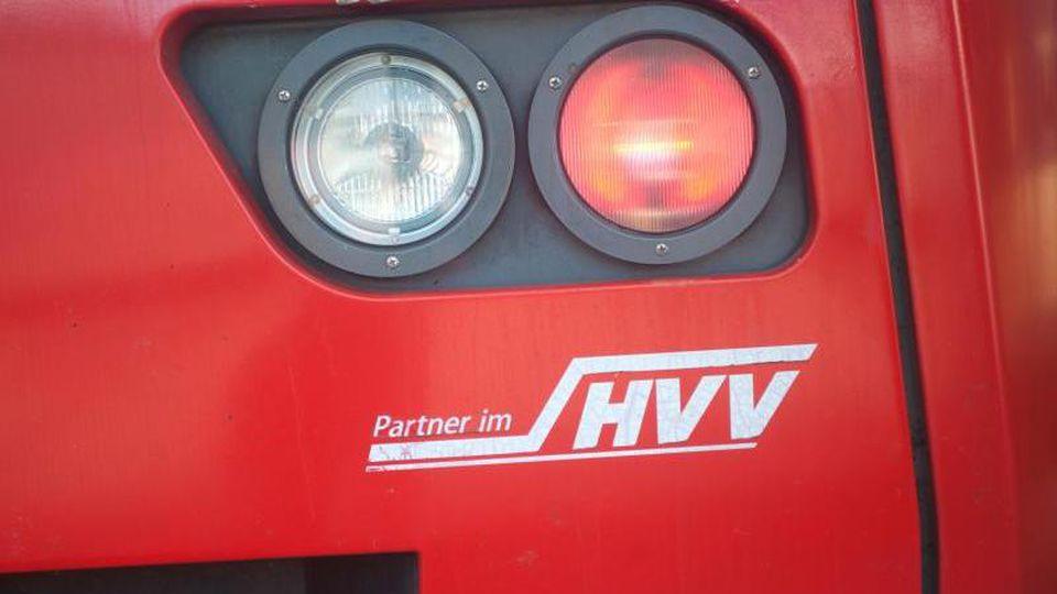 Ein Fahrzeug der HVV. Foto: Christian Charisius/Archivbild