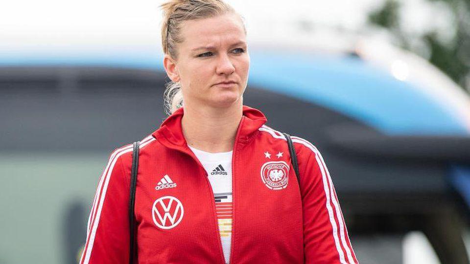 Nationalspielerin Alexandra Popp kommt zum Training. Foto: Sebastian Gollnow/dpa/Archivbild