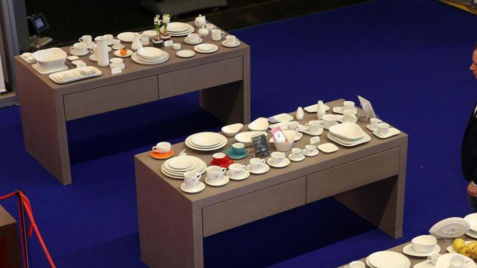 Auf der Fachmesse Gastro in Rostock werden Tischdekorationen präsentiert. Foto: Bernd Wüstneck/dpa-Zentralbild/dpa/Archivbild