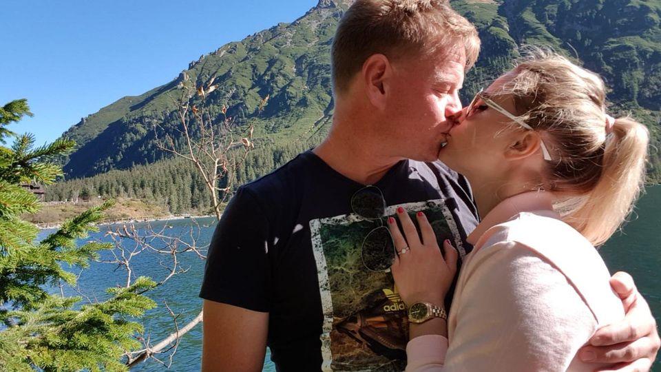 Bauer Jörn und seine Oliwia sind verlobt.