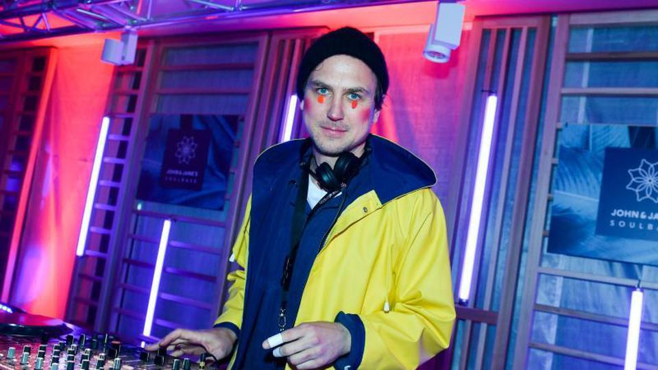 Schauspieler Lars Eidinger als DJ. Foto: