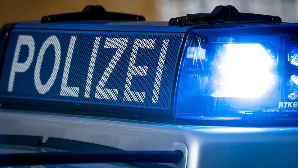Symbolbild Polizei Polizeifahrzeug bei einer Demonstration am 28.09.2019 in Hamburg. Hamburg Deutschland *** Symbol pic
