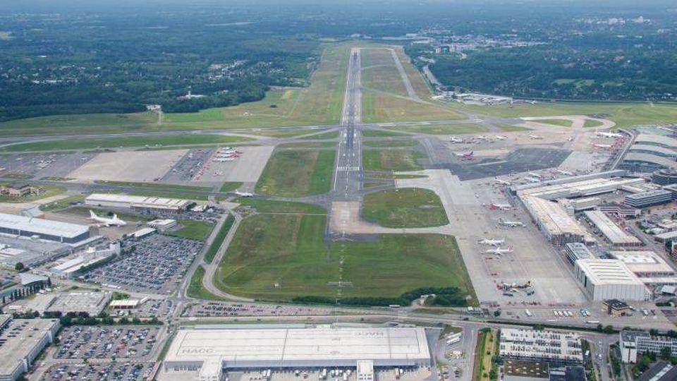 Blick auf den Flughafen Airport Helmut Schmidt. Foto: Daniel Bockwoldt/Archiv