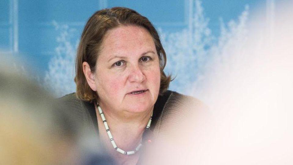 Theresa Schopper (Die Grünen) spricht im Gebäude der Landespressekonferenz. Foto: Lino Mirgeler/Archivbild