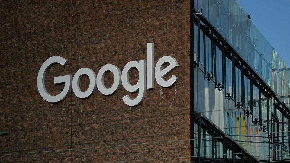 """Der Argentinier Nicolás Kuroña kaufte die Google-Domain """"www.google.com.ar""""."""