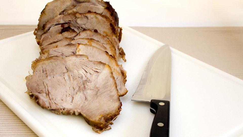 In Rewe-Märkten verkaufter Schweinebraten wird zurückgerufen. (Symbolbild)