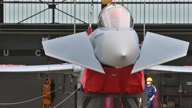 Ein Eurofighter in einem bayerischen Fliegerhorst. FCAS soll das neue Luftkampfsystem werden und die bisherigen Kampfjets ablösen. Foto: Karl-Josef Hildenbrand/dpa