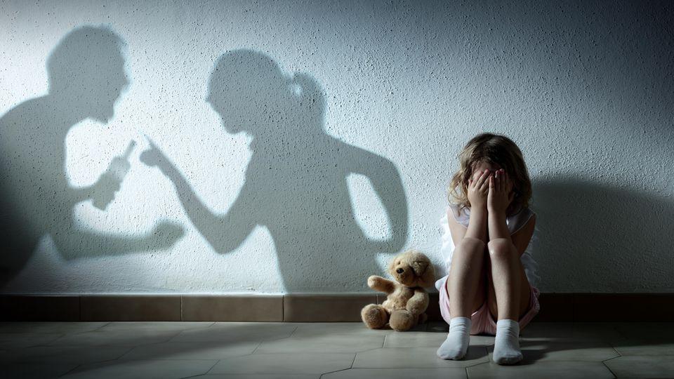 Nicht nur Frauen werden Opfer häuslicher Gewalt - auch Kinder und Männer.