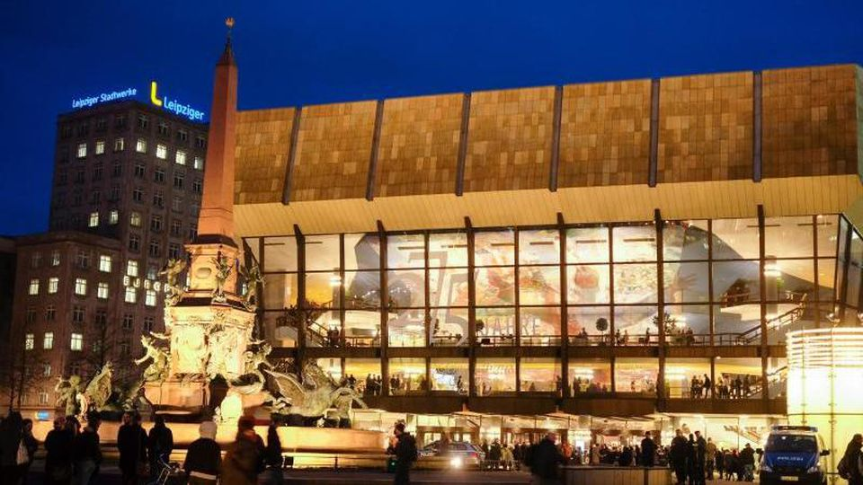 Blick auf das Gewandhaus zu Leipzig. Foto: Jens Kalaene/dpa-Zentralbild/dpa/Archivbild