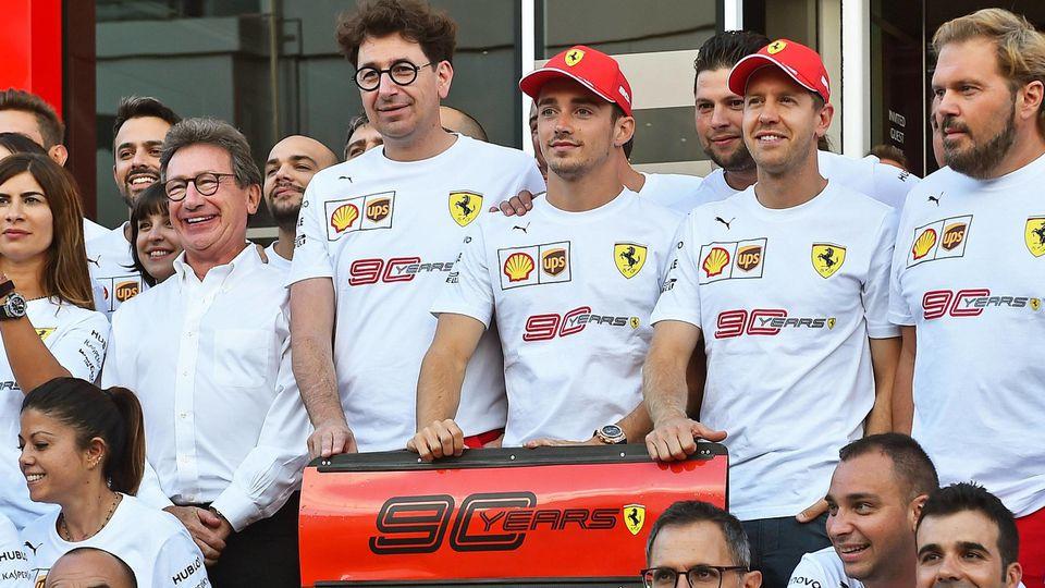 Mattia Binotto, Sebastian Vettel, Charles Leclerc und das Ferrari-Team