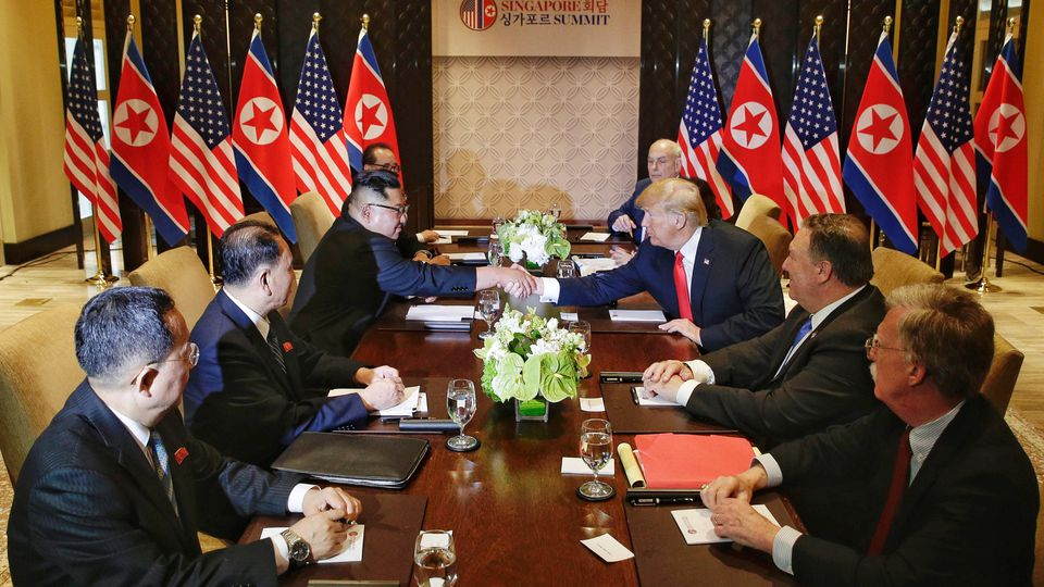 Donald Trump und Kim Jong Un komme zu Gipfeltreffen zusammen