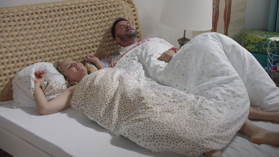 GZSZ: Jule und Tuner zusammen im Bett