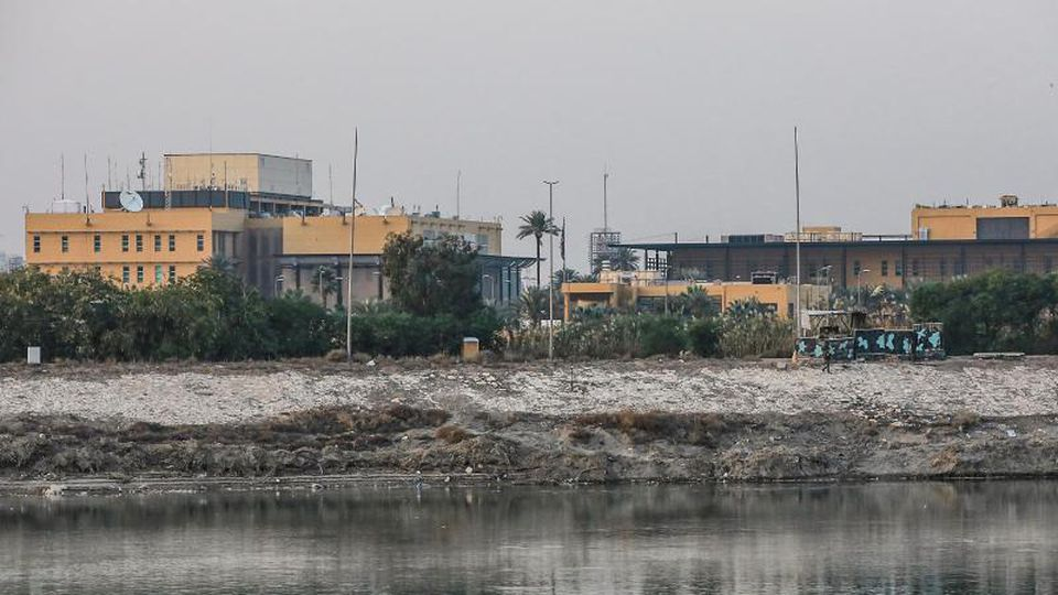 Blick auf die US-Botschaft am Ufer des Tigris. Foto: Ameer Al Mohmmedaw/dpa