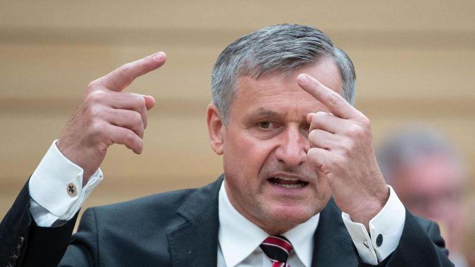 Hans-Ulrich Rülke, FDP-Landtagsfraktionsvorsitzender, gestikuliert. Foto: Marijan Murat/dpa