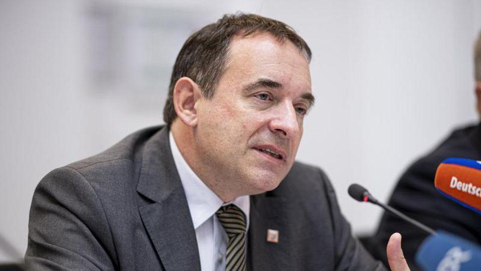 Alexander Lorz (CDU), Kultusminister von Hessen. Foto: Fabian Sommer/dpa/Archivbild