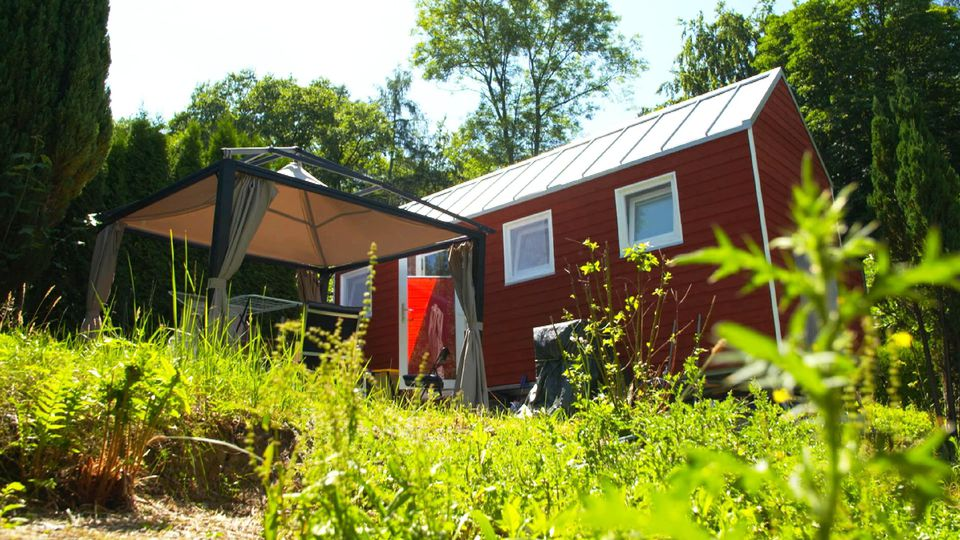 """Wohnraum wird knapper und Mietraum teurer, zwei der Faktoren die den Trend """"Tiny House"""" Aufwind verleihen"""