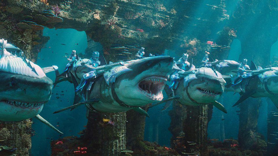 """Ziemlich beeindruckend: In """"Aquaman"""" wurde eine komplett neue Welt im Atlantik erfunden - Haie reitende Kämpfer inklusive."""
